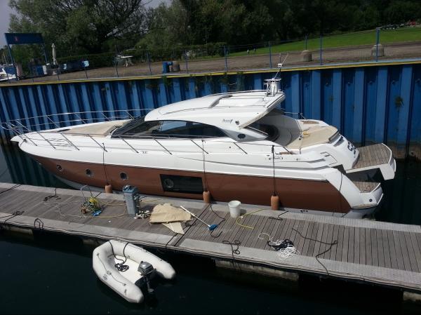 Boat di Lusso su i laghi , charter esclusivi, yacht su lago maggiore, affitto inmbarcazione lago di garda